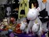 En moyenne, les visiteurs dépensent une cinquantaine d'euros sur le festival. Une petite crotte en peluche violette se négocie 20 euros; 50 pour un Monopoly Dragon Ball.