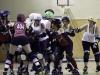 Un match oppose deux équipes de cinq joueuses et les changements sont très fréquents.
