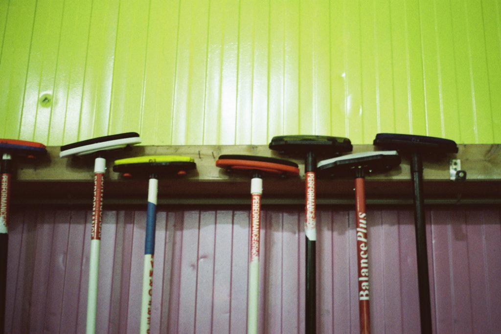 sexy curling visite au coeur d un des rares clubs de la r gion sparse guide moderne de la vie. Black Bedroom Furniture Sets. Home Design Ideas